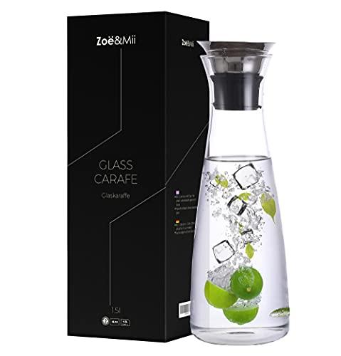 Zoë&Mii Original 1,5l Glaskaraffe - Wasserkaraffe mit Edelstahl Deckel - Karaffe aus Glas - Glaskanne Geschenk als Wasserkrug und Wein Dekanter Kru
