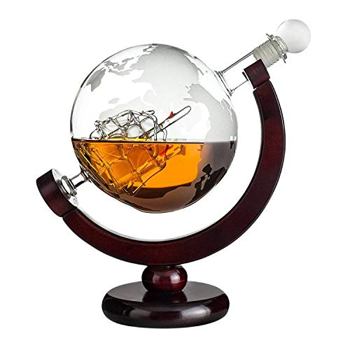 Geschenke 24 Whisky Karaffe Globus: gravierte Whiskey Karaffe Glas mit Weltkarte und Segelschiff im Inneren – Dekanter Flasche 850 ml – Whiskey Geschenke für Mä