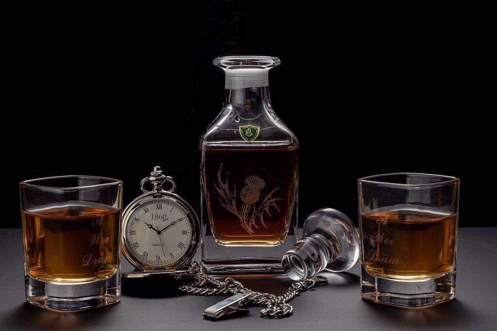 Whisky Karaffe: Edle Geschenkidee für den Genießer