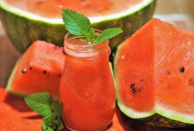 Melone mit Ingwer Wasser als Energie-Booster